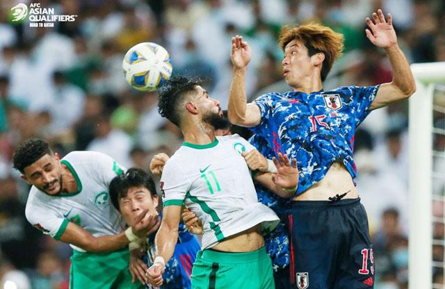 Nhật Bản (phải) chịu sức ép thành tích cực lớn trước trận gặp Australia