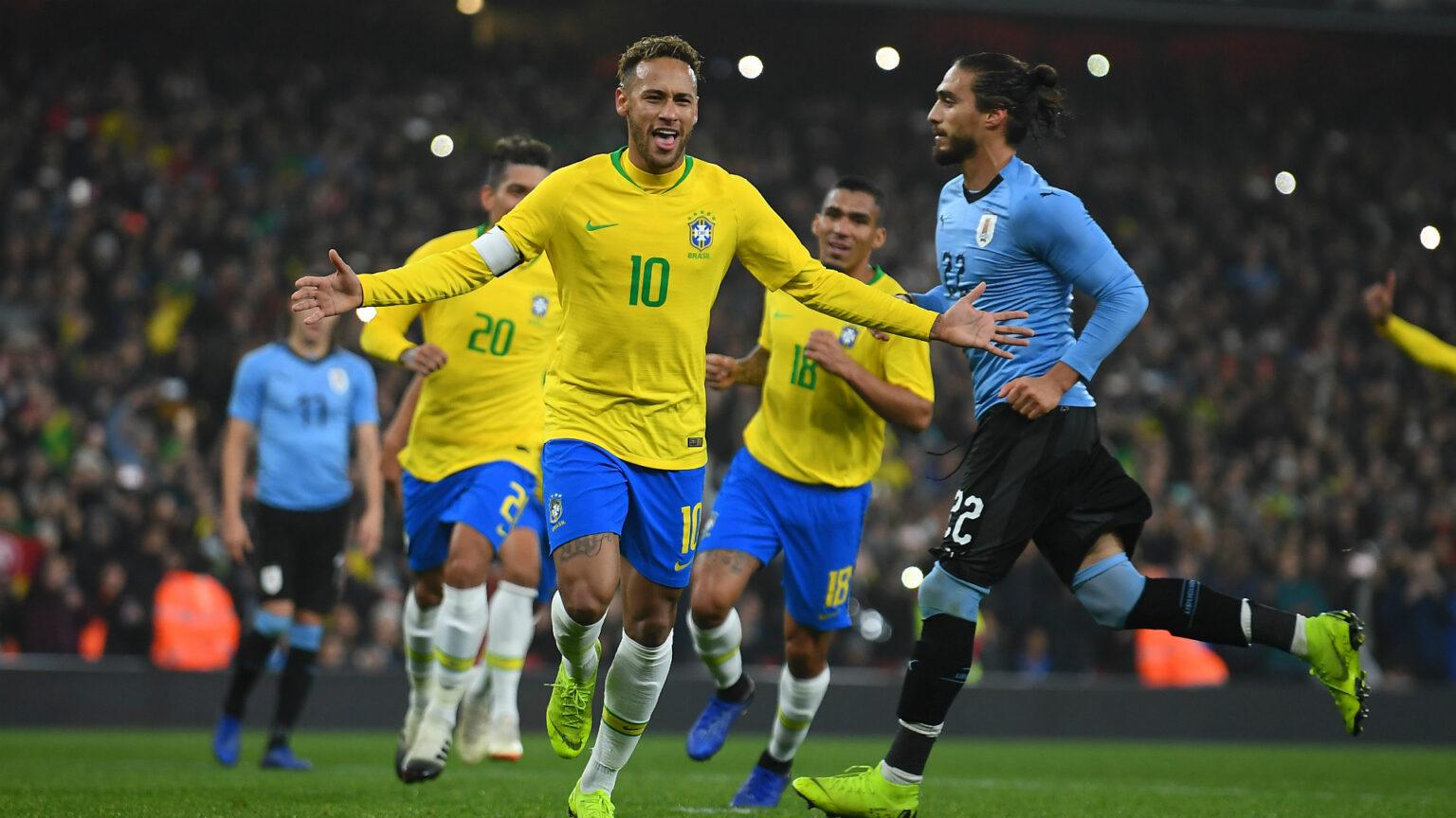 Tiền đạo Neymar (số 10) sẽ khiến ĐT Uruguay có một ngày thi đấu ác mộng