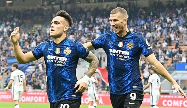 Martinez (số 10) sẽ ghi bàn để giúp Inter giành chiến thắng trên sân của Lazio!