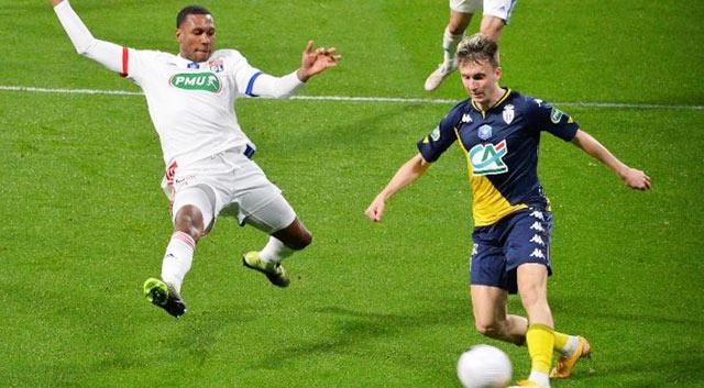 Monaco (phải) đủ khả năng giành điểm trước Lyon (trái)