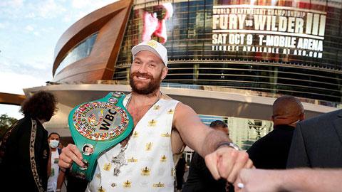 Tyson Fury mở tiệc ăn mừng đai vô địch