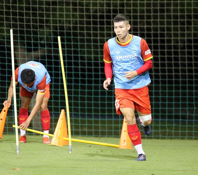 Sáng 14/10, HLV trưởng Park Hang-seo và 3 cầu thủ gồm thủ môn Văn Toản, hậu vệ Bùi Hoàng Việt Anh và tiền vệ Lý Công Hoàng Anh sẽ đáp chuyến bay từ Oman sang UAE để gia nhập U23 Việt Nam.
