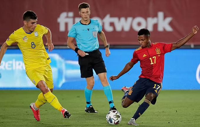 Tây Ban Nha đang sở hữu quá nhiều cầu thủ trẻ tài năng
