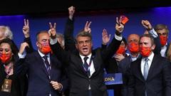 Laporta nguy cơ phải từ chức chủ tịch Barcelona