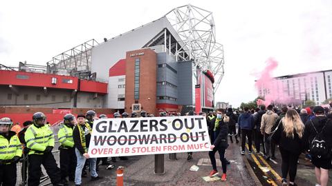 Trận MU vs Liverpool lại đối mặt nguy cơ biểu tình